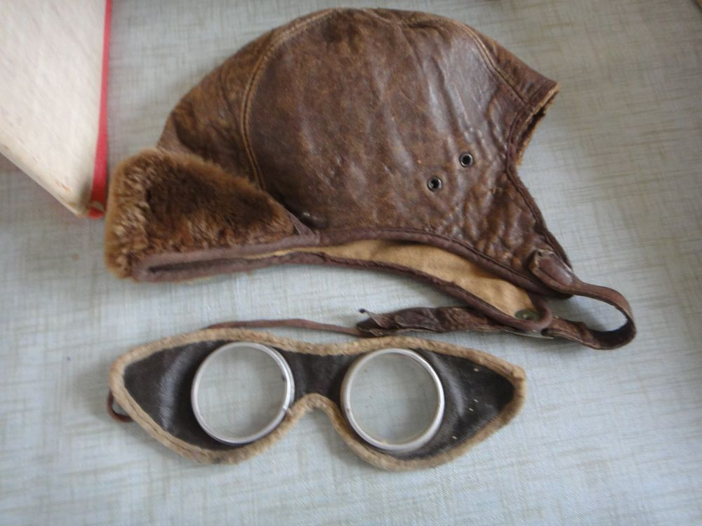 2f961caaf0b ANTIQUE VINTAGE CHILD S LEATHER AVIATOR PILOT MOTORCYCLE HELMET HAT AND  GOGGLES
