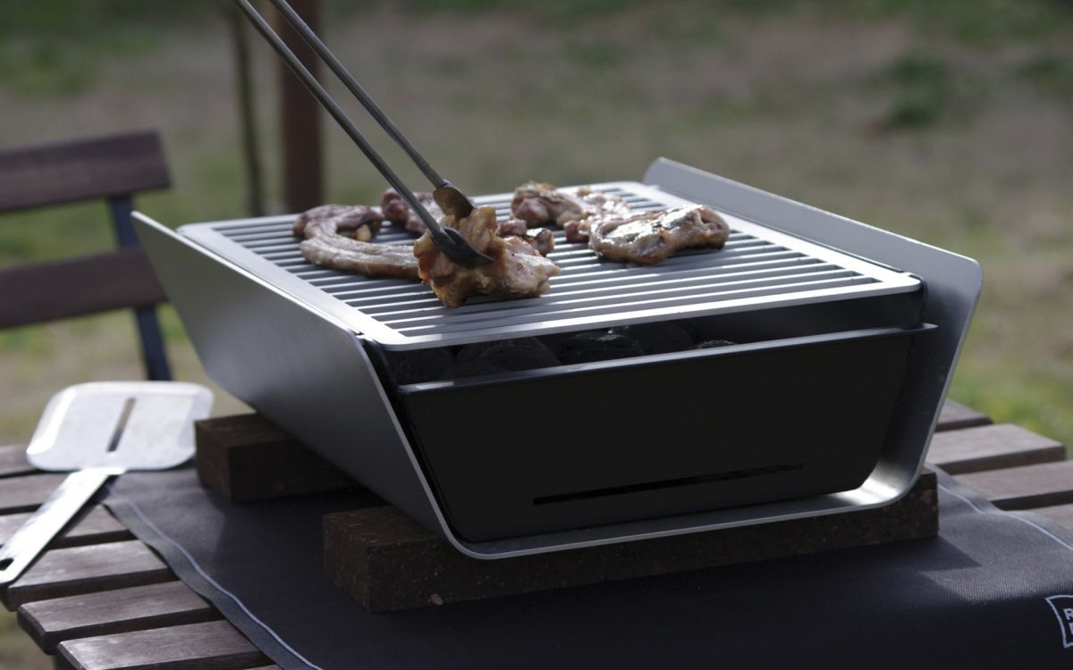 Naked girls kissing naked grill grill grill