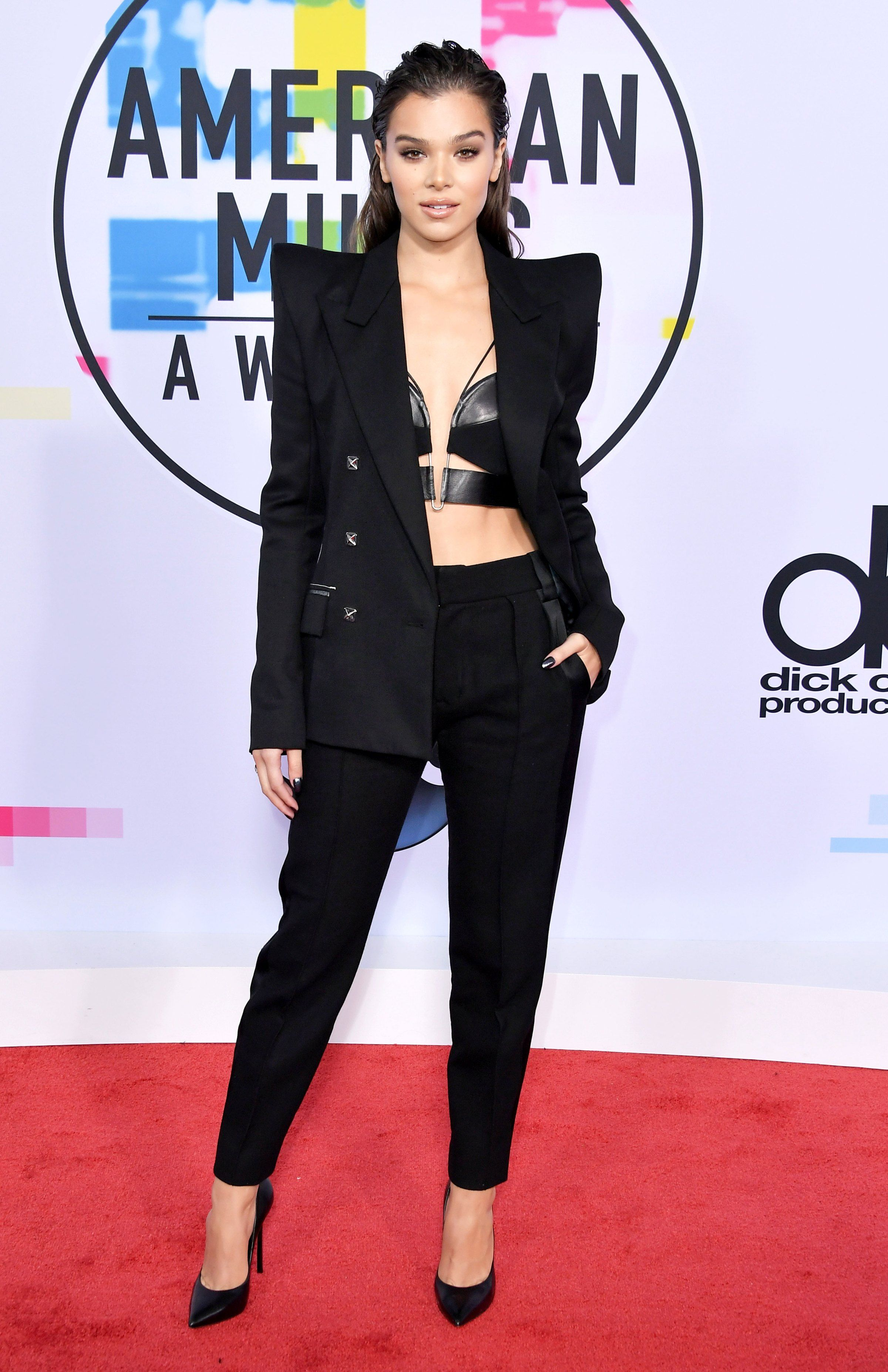 Coc Roter Teppich See What The Stars Wore On The 2017 Amas Red Carpet Awards Shows