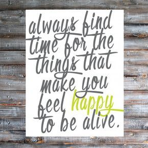 Come print out this free printable as a reminder to focus on the things that make you happy!