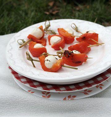 Mini brochettes aux poivrons grillés et mozzarella