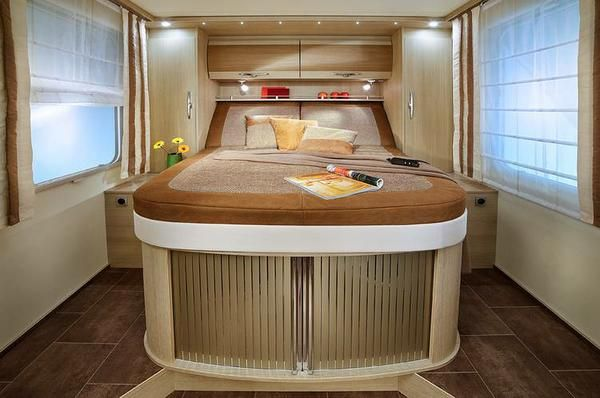 La Chambre De Cet Integral Promet D Agreables Nuits Campingcar Vr Motorhome Camping Car Interieur Camping Car Interieur