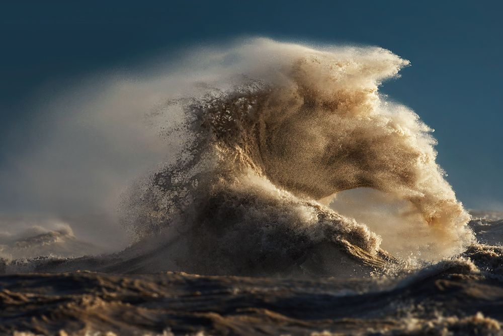 The Liquid Mountains of Lake Erie - Photographs and text by Dave Sandford | LensCulture
