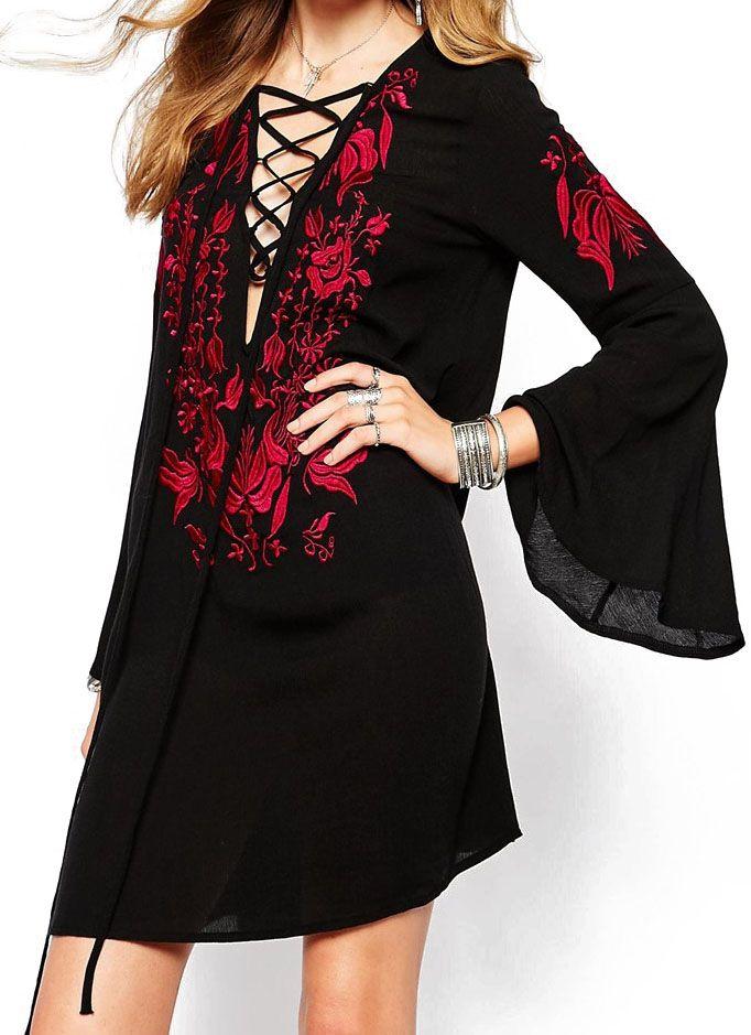 Vestito ricamato con maniche svasate nero