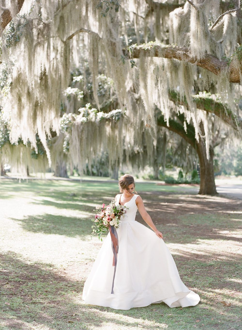 A Traditional Southern Wedding In Savannah With Subtle Boho Flair Southern Wedding Savannah Chat Wedding Photography