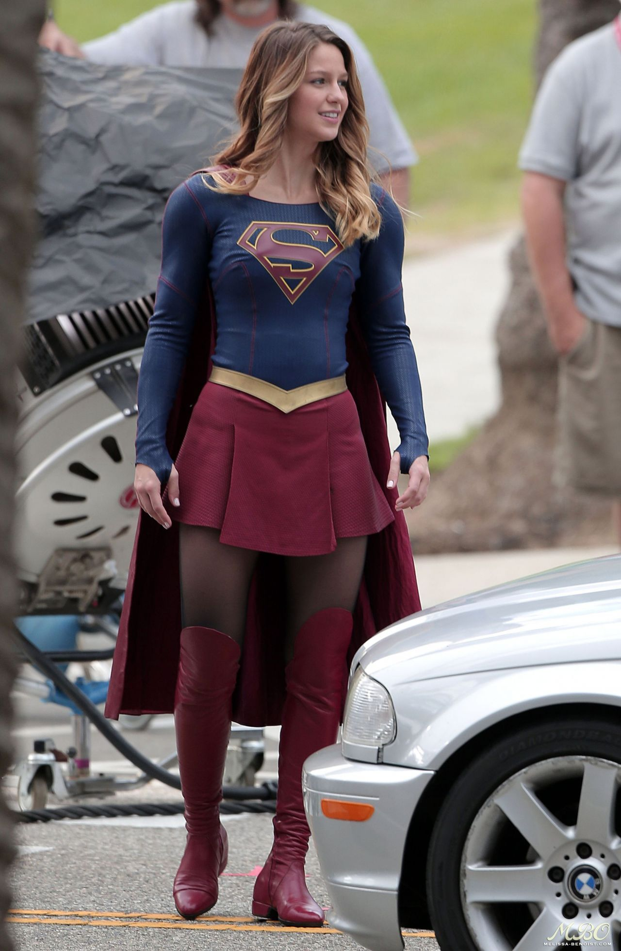 Supergirl Set Photos In Los Angeles Melissa Benoist Supergarota Melissa Benoist Mulher Maravilha Fantasia
