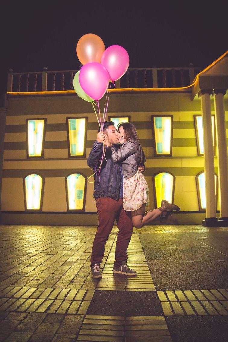 259ee2895540 Esta pareja es muy especial y alegre! Se dejo contagiar de los colores de un