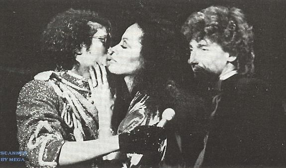 Michael Jackson kisses Diana Ross