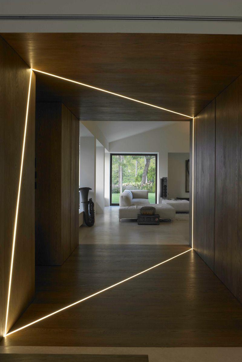 Profilé LED Encastré Dans Le Revêtement En Bois à FP House, Bologne, Italie  Par
