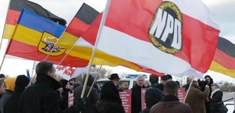 Verbotsantrag: Verfassungsschutz führte elf V-Leute in der NPD-Spitze - SPIEGEL ONLINE - Nachrichten - Politik
