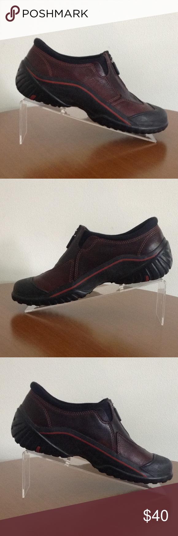 Clarks Muckers Womens Waterproof Shoes