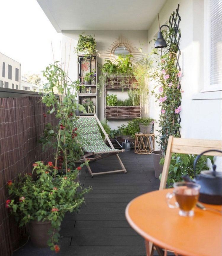 bambusmatte als balkon sichtschutz und pflanzenst nder aus holz balcon balcon jardins et