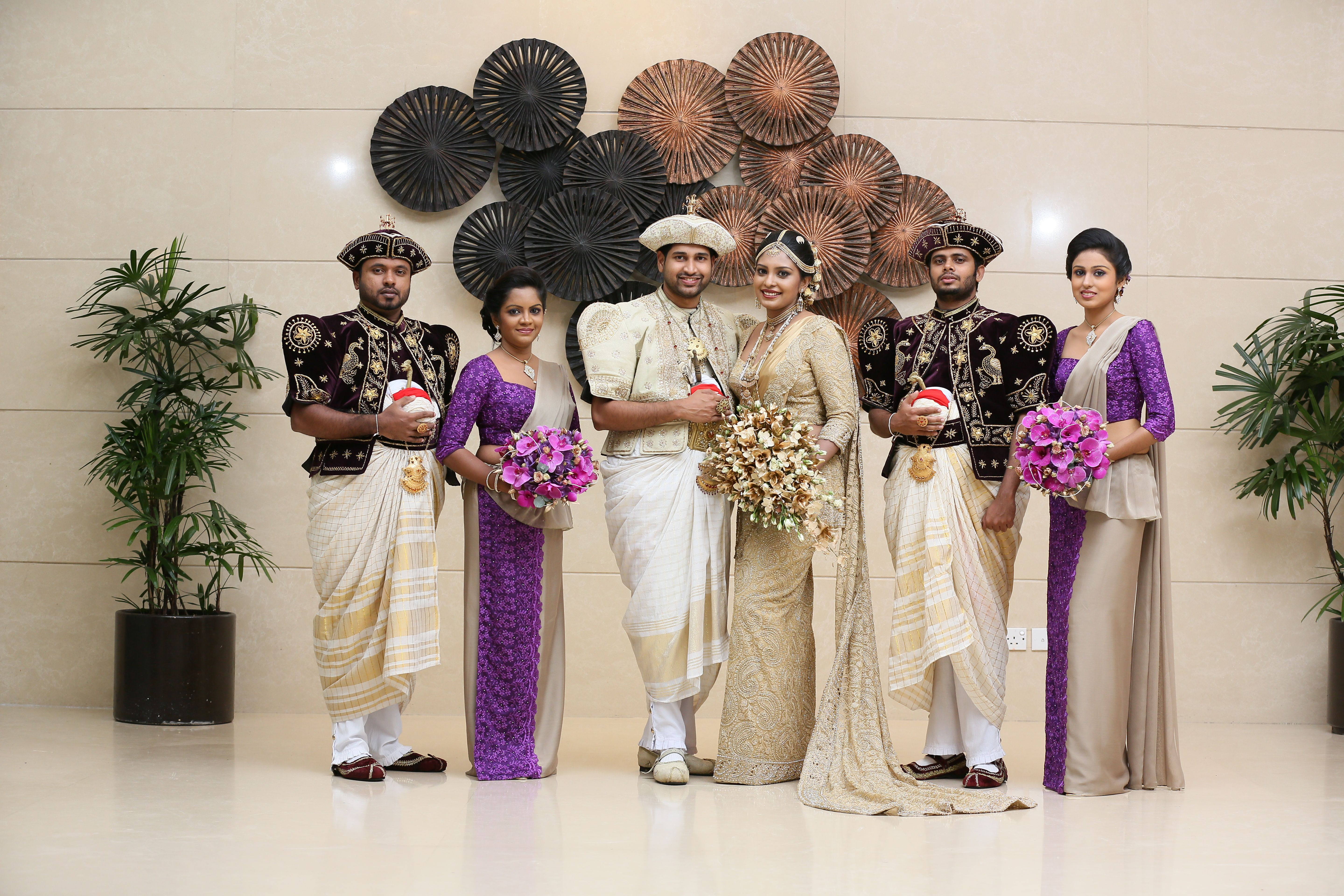 Kandyan bridal group picture the wedding flowers gallery for Wedding party dresses in sri lanka