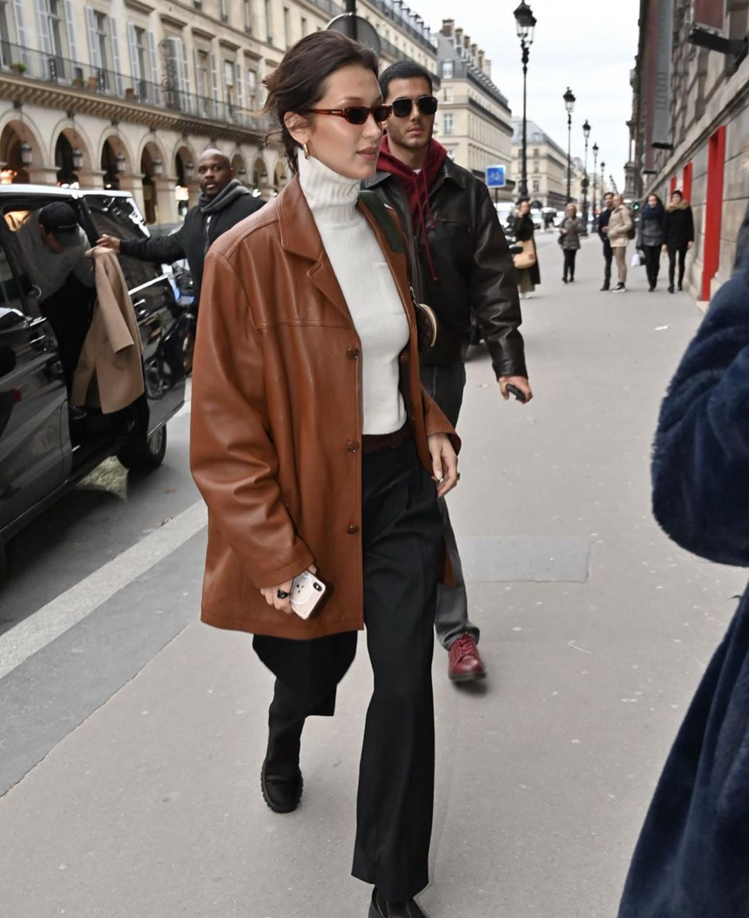 Shop Vintage Collection On Instagram Bellahadid In Svc Oversized Leather Jacke Brown Leather Jacket Outfit Leather Jacket Outfit Fall Leather Jacket Outfits [ jpg ]