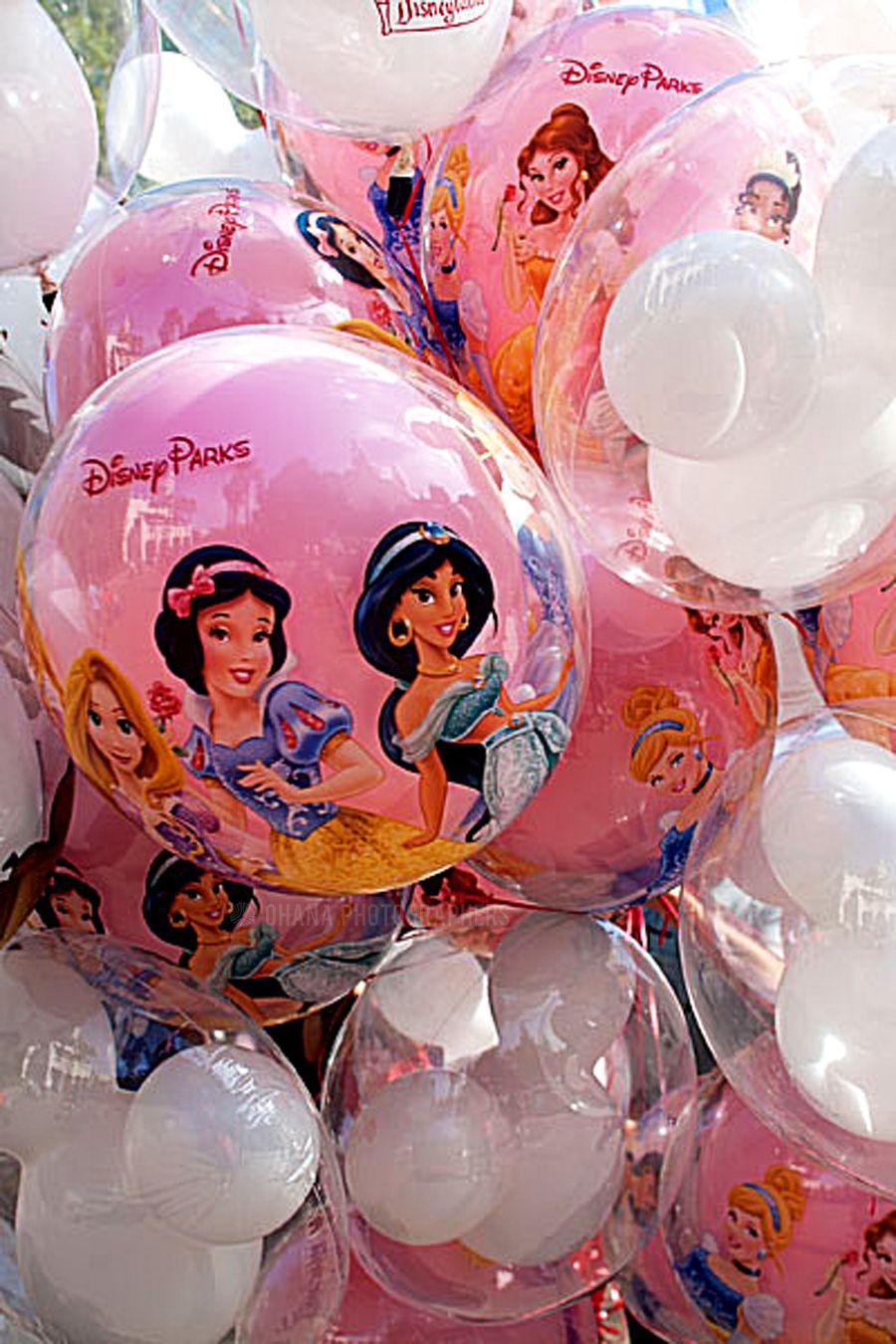 Disneyland // Mickey Mouse and Princess Balloons Disney