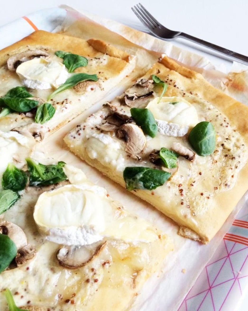 Pizza aux chèvres, miel, des champions avec de la moutarde à l'ancienne