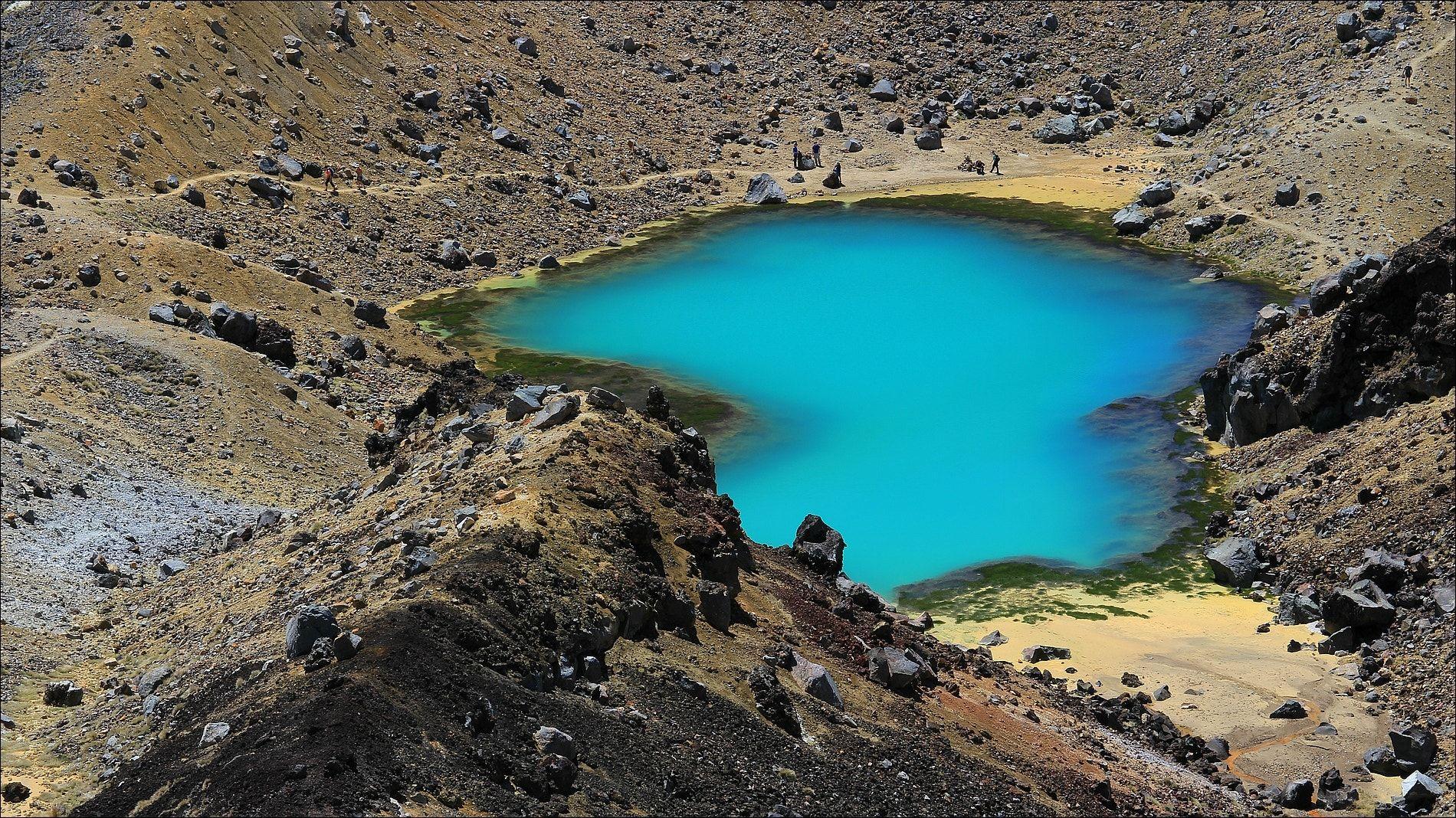 Emerald lakes - Tongariro Alpine Crossing - North island - New Zealand