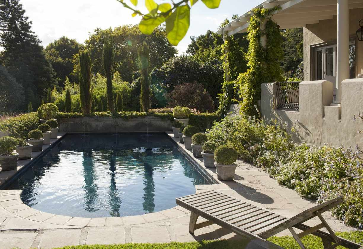 Choosing the Best Landscaping for Pool Areas