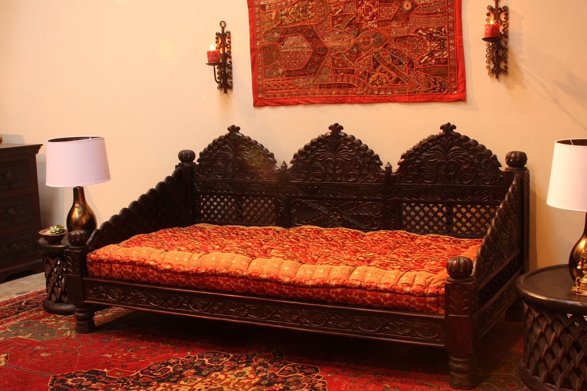 Traditional living room by Pearl Handicrafts design your