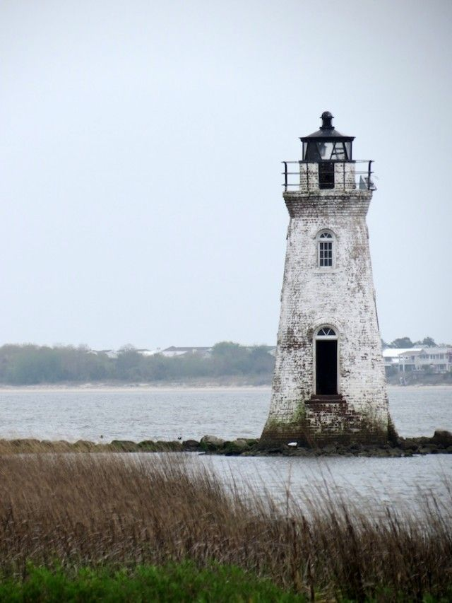 This little lighthouse is about 15 minutes east of Savannah in Georgia, and you get to see it when you are walking along the Fort Pulaski walking trails.