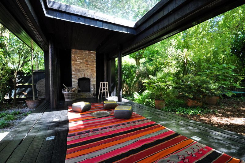 what a fun, versatile indoor/outdoor space