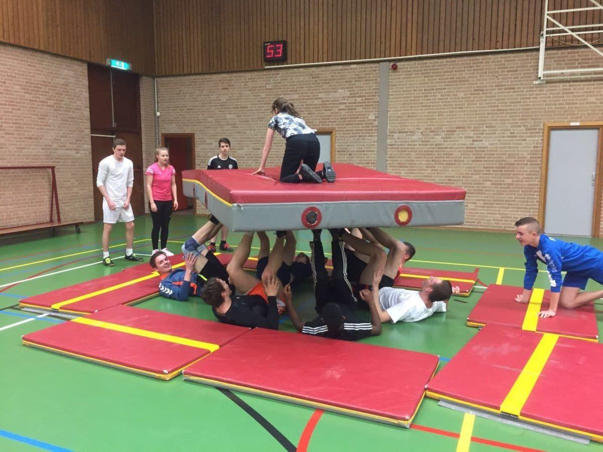 Hedendaags Draai de mat | Lessen lichamelijke opvoeding, Lichamelijke KF-16