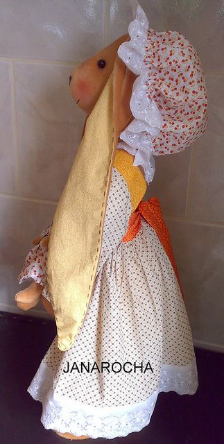 COELHA SILVINA by FEITO POR JANAROCHA BLOG- www.artjanarocha.blogspo, via Flickr