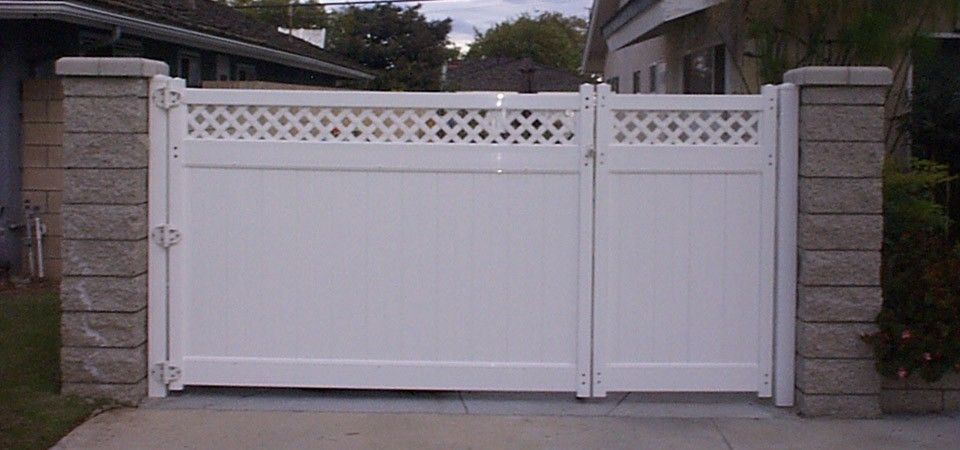 Driveway gates in orange county finyl vinyl building for How to build a driveway gate