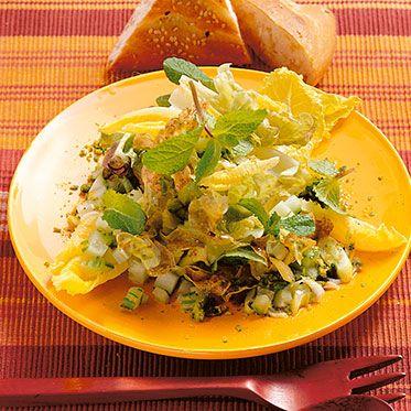 Blattsalat mit Minze und Pistazien