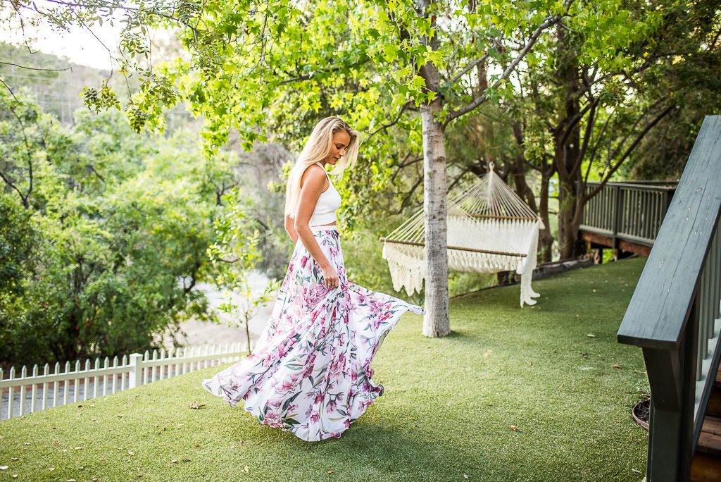 Janni Deler in an amazing Fame&Partners long skirt