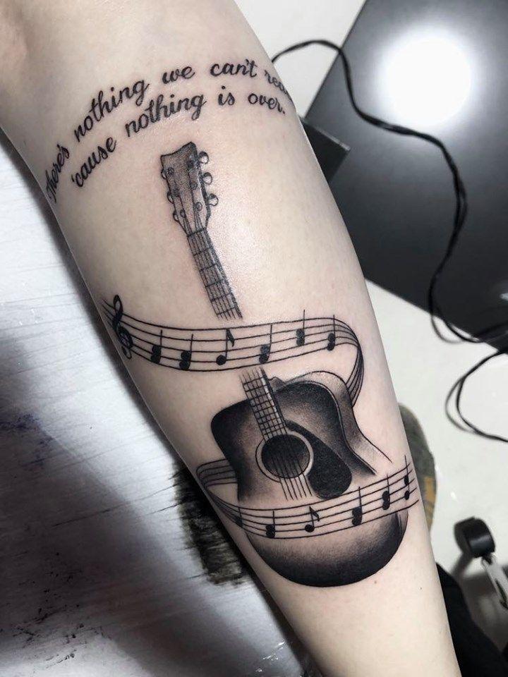 @westend.tattoo_wien #wientattoo #viennatattoo #wienwestendtattoo #legtattoo #guitartattoo #gitarretattoo #musictattoo #notentattoo #sheetmusictattoo #blacktattoo #schrifttattoo #textattoo #lineworktattoo