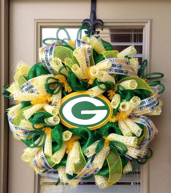 Greenbay Packers Wreath By Southernmamawreaths On Etsy 85 00 Green Bay Packers Crafts Packers Wreath Green Bay Packers Football