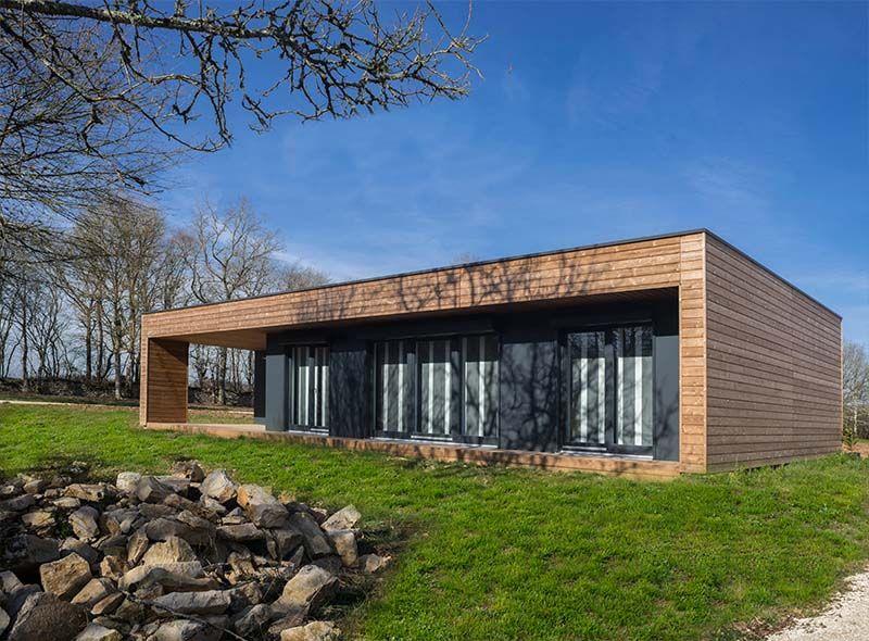 Maison A Toit Plat Et Moderne Elle Est Realisee En Ossature Bois
