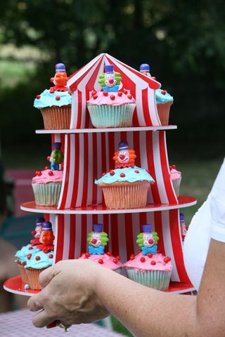 Clown birthday cupcakes for carnival party