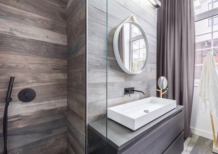 bäderideen, baddesign in grau und weiß, grauer vorhang, schwarze - badezimmer weiß grau