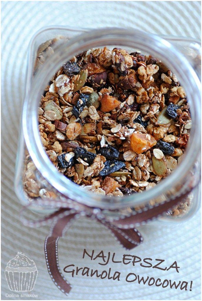 Domowa granola z suszonymi śliwkami, morelami i żurawiną
