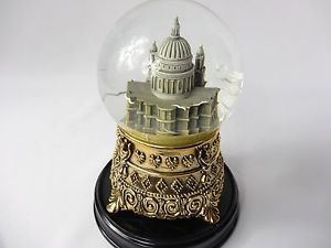"RARE Mary Poppins ""Feed the Birds"" Snow Globe, St. Paul's Cathedral, Disney - OH MY!!! I will need this...someday."