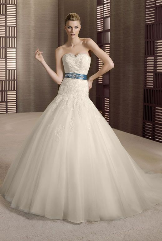 Wedding dresses small bust