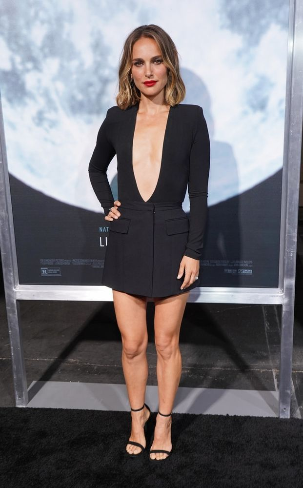 Photo of Natalie Portman's Plunging Bodysuit and Miniskirt Outfit Deserves a Standing Ovation