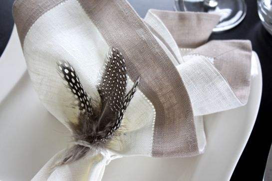 homevialaura | Gauhar | gauharshop.com | linen napkin | Easter | table setting | feathers
