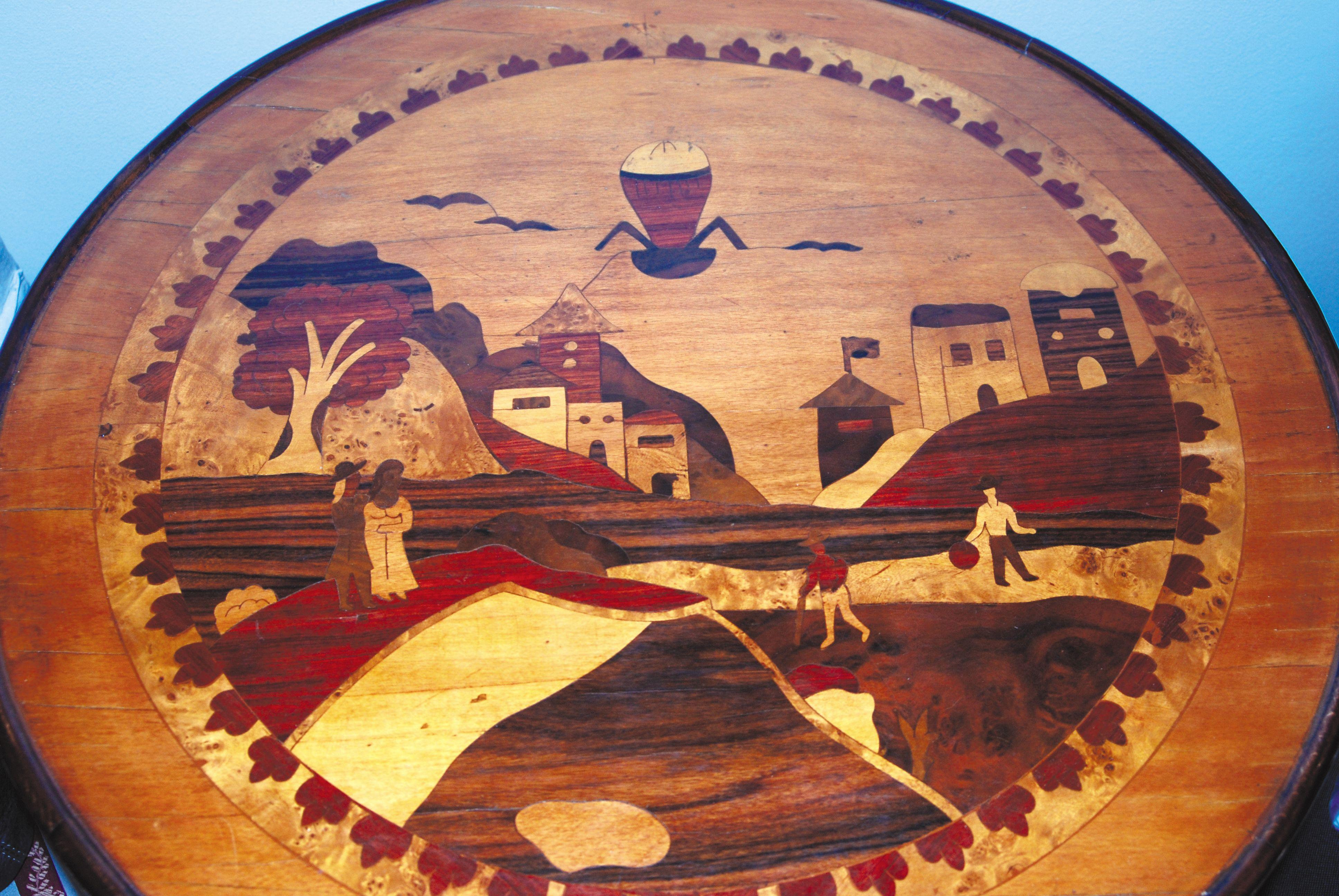 Tavolo Intarsiato ~ Festival del volo tavolino intarsiato con immagine volo