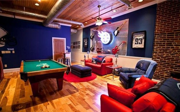 Beautifully Furnished Bears Themed Man Cave Now How To Make This Baseball Oriented Man Cave Room Football Man Cave Small Man Cave