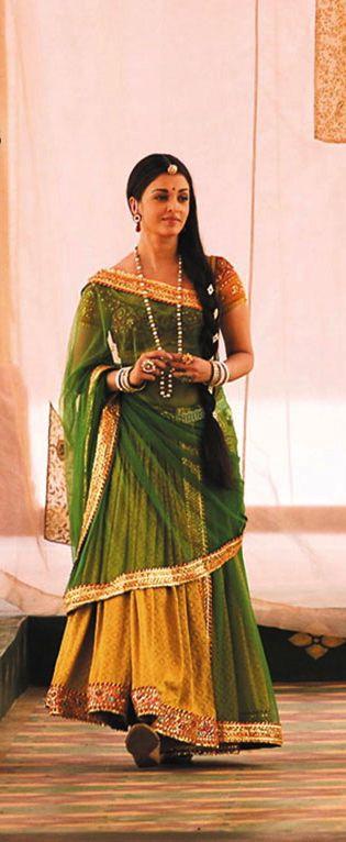 Aishwarya Rai Wallpapers In Jodha Akbar 4 Bollywood Fashion Indian Bridal Fashion Indian Designer Outfits Jodhaa akbar is a sixteenth century love story about a marriage of alliance that gave birth to true love between a great mughal emperor, akbar and a rajput princess, jodhaa. pinterest
