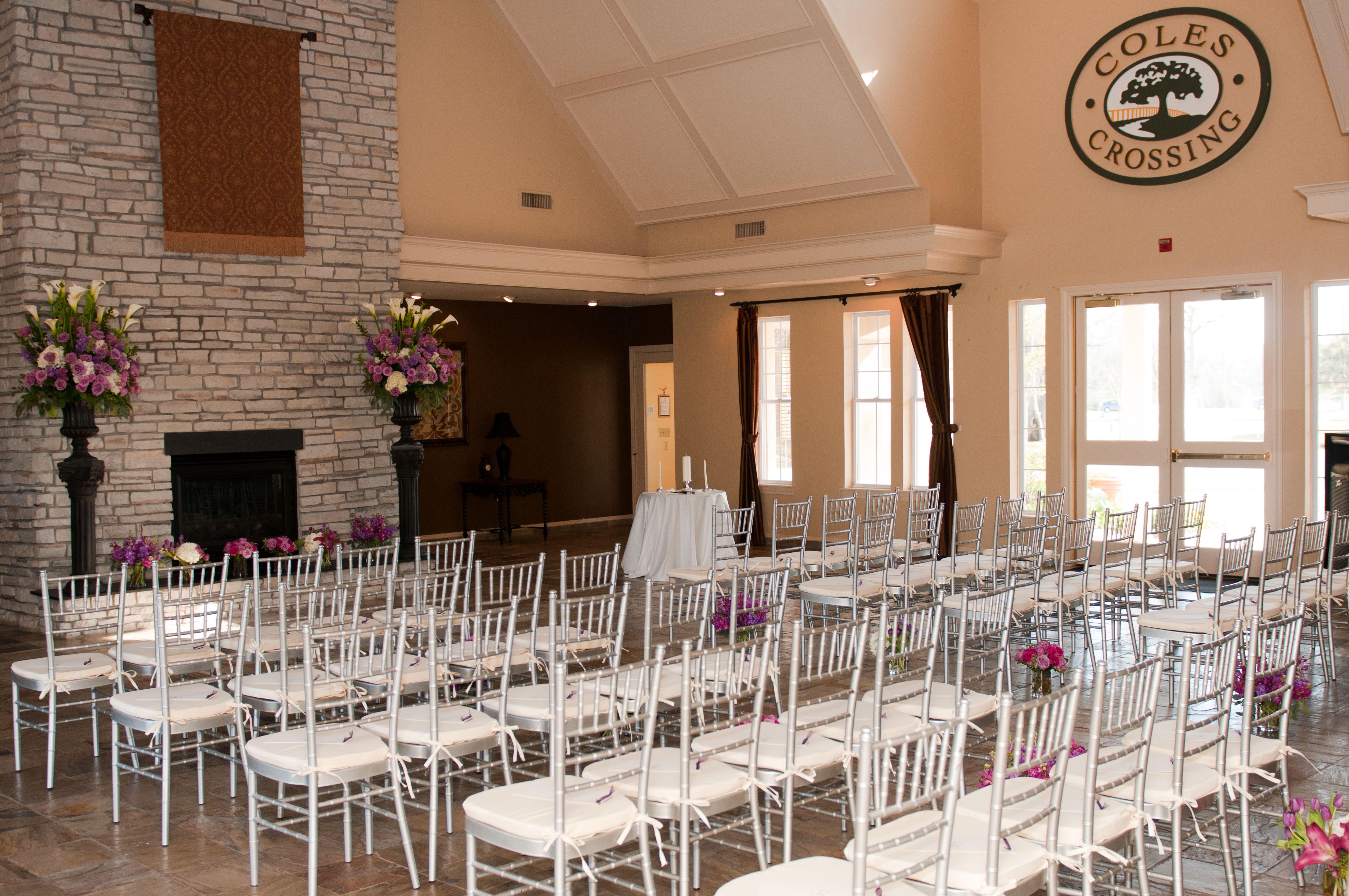 Coles Crossing Clubhouse In Northwest Houston Ceremony Set Up Wedding Venue Houston Club House Wedding Venues