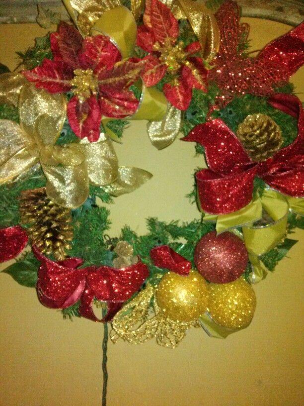 corona puerta rojo y dorado crownsredchristmas