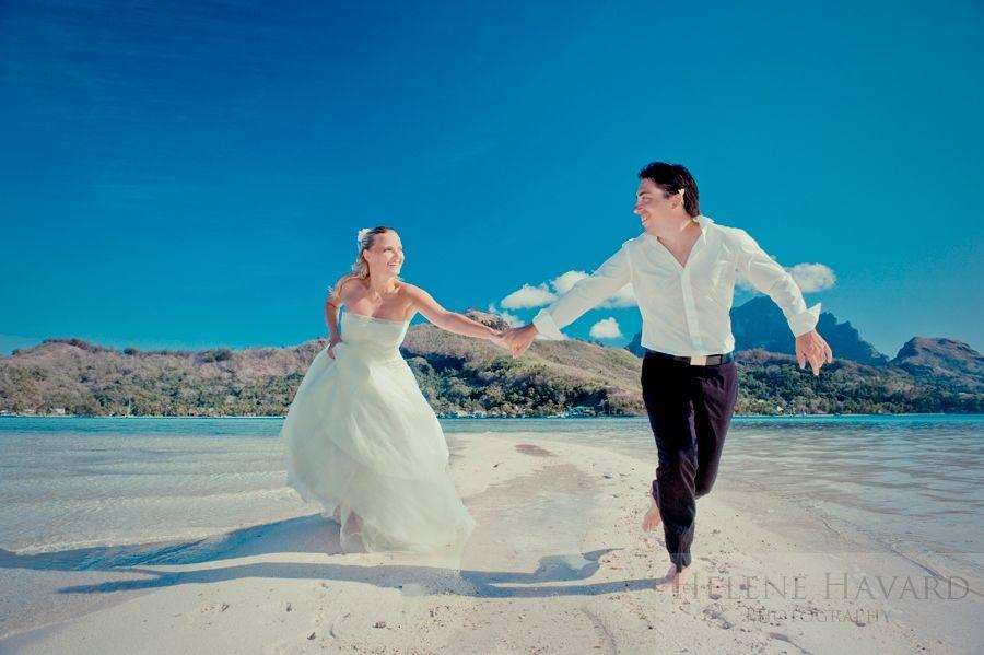 Bora Bora wedding in Tahiti cool shot with the couple!