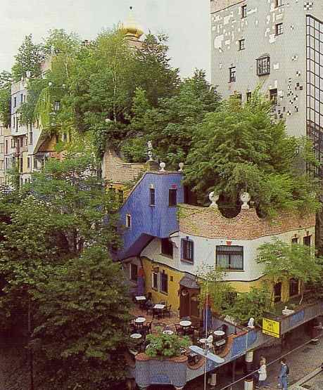 """We love the new trend of """"greening"""" one's roof by replacing shingles and tar with vegetation. Think of how much extra space has been added to this building in the Embarcadero, just by utilizing the roof? http://www.apartmenttherapy.com/look-rooftop-garden-63986#"""