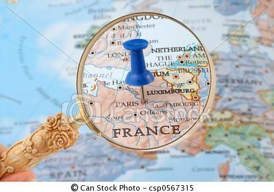 París es la capital de Francia. Se encuentra en el norte de este país, bordeada por el Sena. ❤