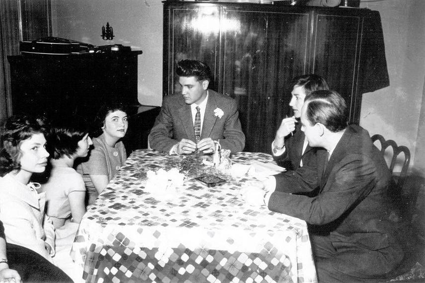 In april 19 1959 at his rented home in Germany , Elvis hosted 4 German teenagers for tea, who had won this visit as part of a newspaper contest