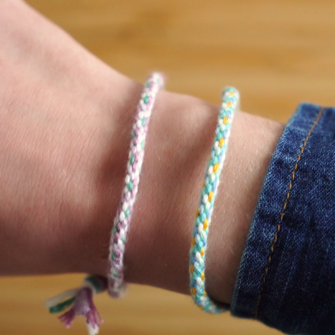 Photo of How to make a braided friendship bracelet